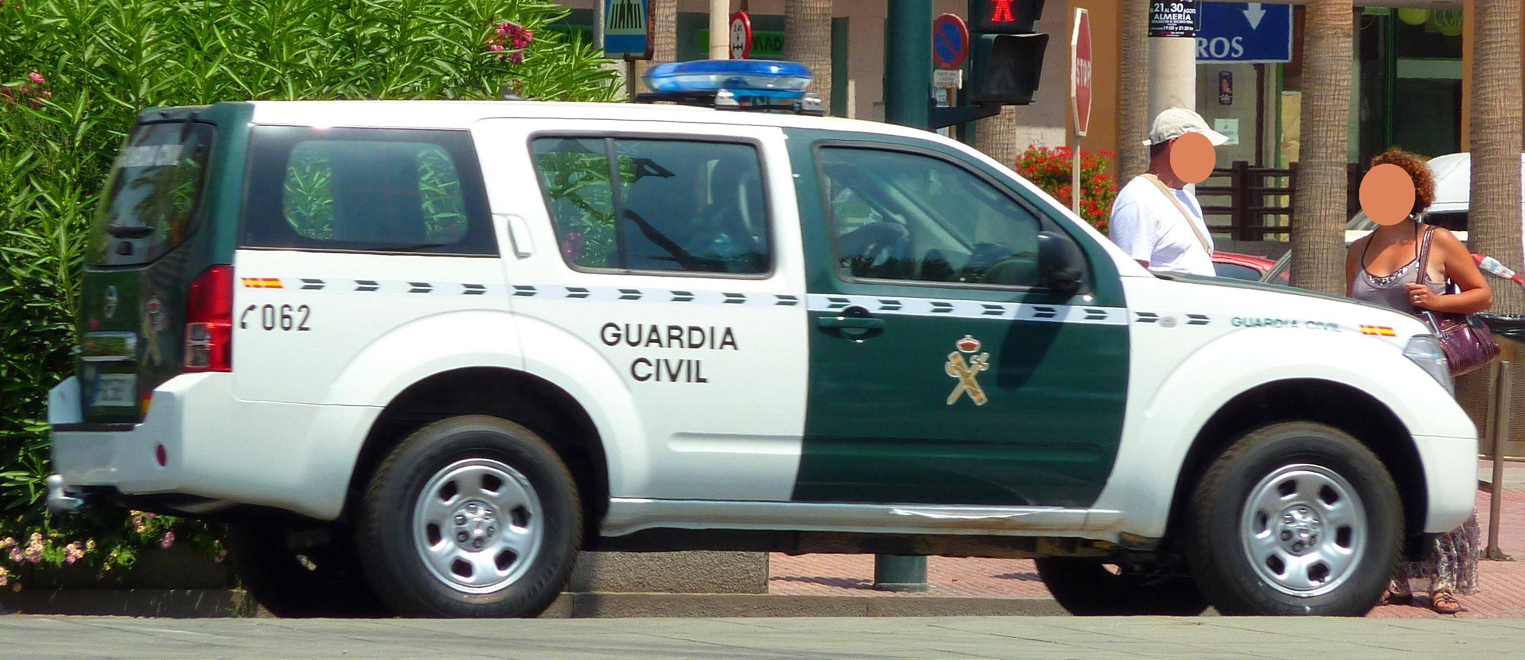 Nissan Pathfinder de la Guardia Civil - 2 detenidos por 5 robos en explotaciones agrícolas de Villarta de San Juan