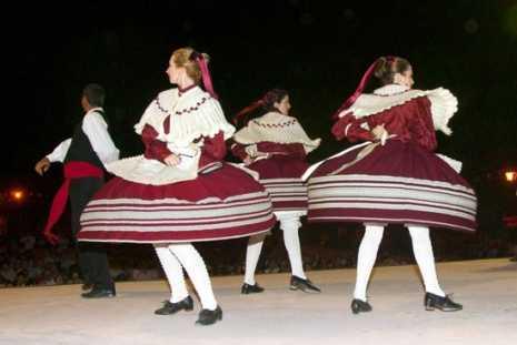 grupo folcl%C3%B3rico 465x311 - Actividad cultural del mes de agosto en Herencia