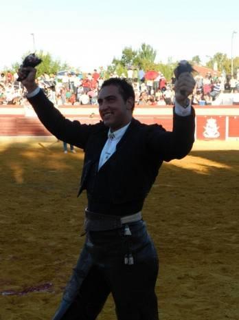 Corrida de Rejones de la Feria y Fiestas de La Merced 2013 de Herencia 348x465 - Galán afianza su status y sorprende Curro Bedoya en la Feria de la Merced