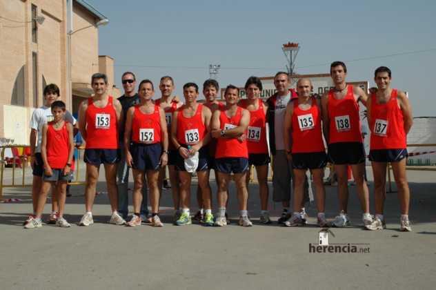 """equipo de club atletismo molino parra en 2007 632x420 - Gran participación en la XXXI Carrera Popular """"Villa de Herencia"""""""
