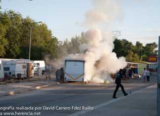 Intentando extinguir el incendio en Feria y Fiestas de Herencia 2013