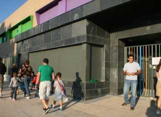 Entrada al nuevo edificio del colegio Carrasco Alcalde de Herencia