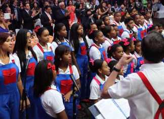 El Corito Chichigua canta al Presdente de RD