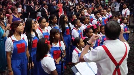 El Corito Chichigua canta al Presdente de RD 465x261 - Corito Chichigua canta para el presidente de la República Dominicana