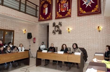 HErencia pleno escolar b en el salon de plenos g 465x306 - Iniciados en Herencia los actos conmemorativos con motivo del día de la Constitución