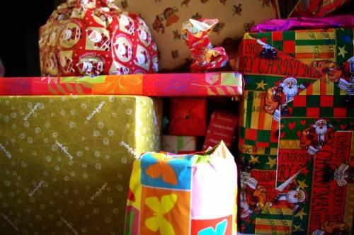 """regalos navidad moderacion 500x332 - Campaña solidaria de recogida de juguetes de la hermandad de """"El Santo"""""""