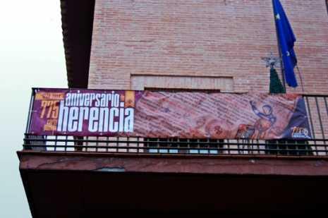 herencia 775 aniversario pancarta en ayto g 465x309 - Presentado el logo y un avance de los actos del 775 Aniversario de la Carta Puebla de Herencia