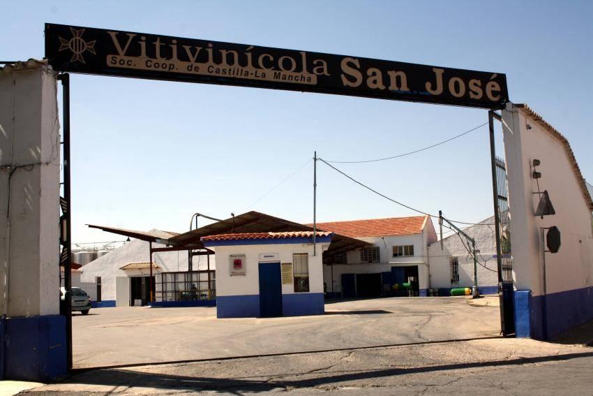 """La cooperativa vitivinícola """"San José"""" obtiene el perlé de honor en el ámbito socio-laboral del Carnaval de Herencia 2014"""