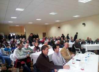 Público asistente a la presentación de los nuevos vinos e imagen de la Cooperativa San José de Herencia