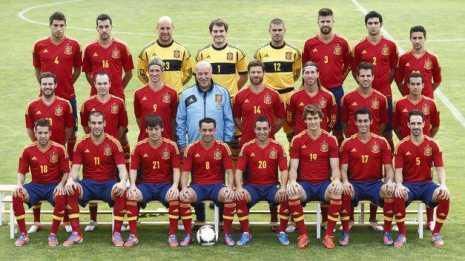 La Selección nacional de fútbol masculino galardonada con el perlén de honor en el ámbito institucional del Carnaval de Herencia 2014