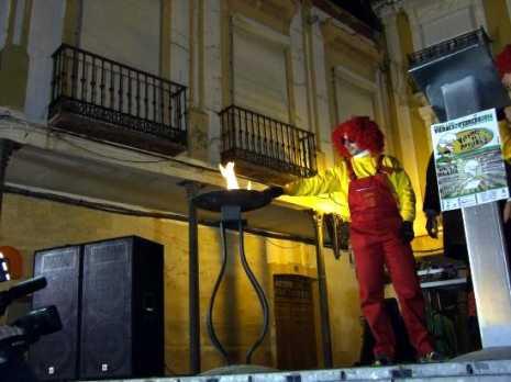 2014 02 24 GM herencia 1 pebetero prisillas de el guendi 465x348 - Deseosas, ansiosos y prisilla tomaron las calles para dar la bienvenida al carnaval de Herencia