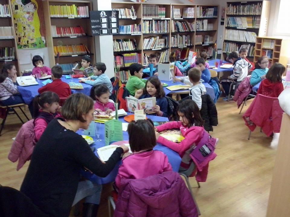 Lecturante en la biblioteca municipal de Herencia - Alumnos del Colegio Carraco Alcalde visitan el Lectaurante de la biblioteca municipal