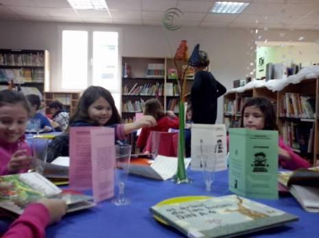 Lecturante en la biblioteca municipal de Herencia 2 465x348 - Alumnos del Colegio Carraco Alcalde visitan el Lectaurante de la biblioteca municipal