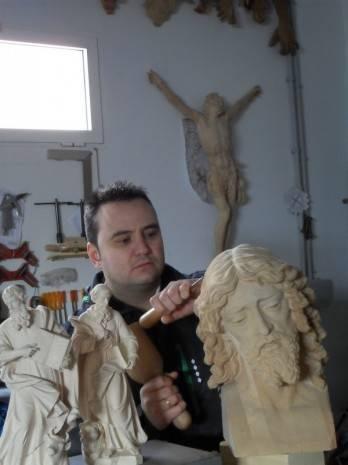 Miguel %C3%81ngel Arjona escultor e imaginero 348x465 - Entrevista al escultor Miguel Ángel Arjona