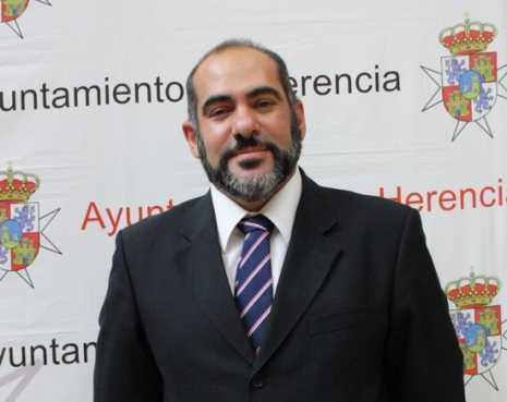 herencia alcalde jesus fernandez g 465x369 - Resumen del último pleno ordinario del Ayuntamiento de Herencia