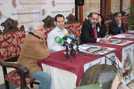 herencia carnaval d padre de perle santiago rodriguez emocionado1 465x310 - Presentado el programa de actos del Carnaval de Herencia 2014
