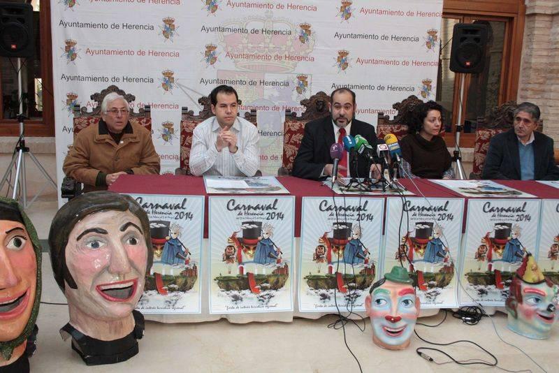 herencia carnaval rueda prensa a alcalde1 - Presentado el programa de actos del Carnaval de Herencia 2014
