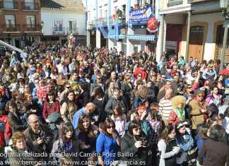 Aspecto de la plaza de España durante el Flashmob del Carnaval de Herencia 2014