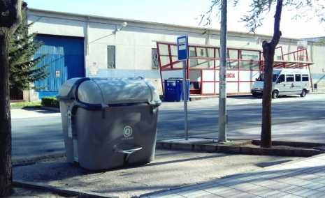 Nuevos contenedores de Comsermancha 465x284 - Comsermancha ha iniciado la renovación de contenedores de recogida de basura  de Herencia