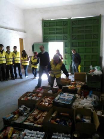"""Operaci%C3%B3n Kilo Hermandad de Los Moraos de Herencia 4 348x465 - La 'Operación Kilo' de """"Los Moraos"""" recauda más de 1200 kilos de alimentos"""