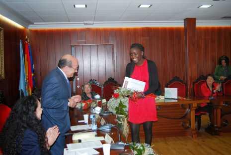 Tyda Coly recoge su premio Mujer 2014 del ayuntamiento de El Escorial
