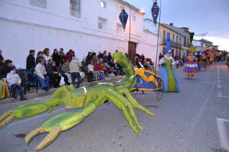 herencia desfile articulados de ventas pena aguilera 465x310 - Relación de ganadores del Ofertorio del Carnaval de Herencia 2014