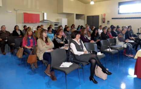 Charla formativa del programa PROMUEVE en Herencia 465x294 - Herencia acogió una de las siete jornadas informativas del Programa Promueve V de Diputación