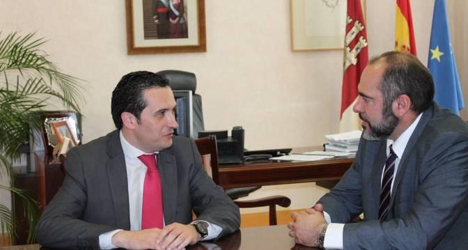 Reunión del delegado de la JCCM con el alcalde de Herencia - Lucas-Torres recibe al alcalde de Herencia