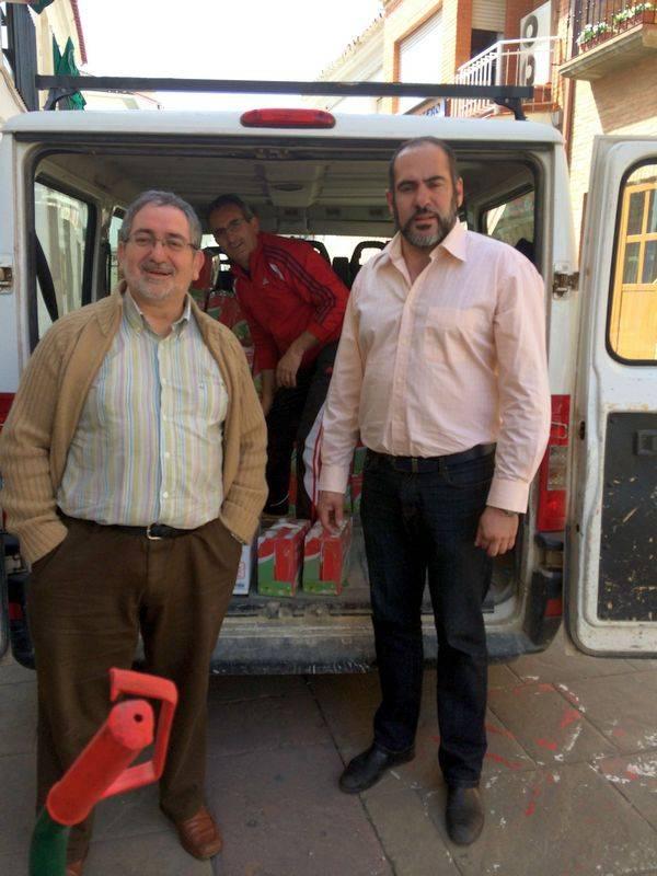 El ayuntamiento entrega a Cáritas los alimentos recogidos en la III Feria del Comercio de Herencia