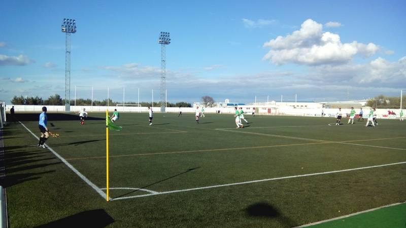 Campo de fútbol de Herencia foto de archivo - Dolorosa derrota del C.D.B. Herencia en casa del líder