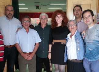 José María Barreda junto a varios miembros de la asgrupación socialista de Herencia