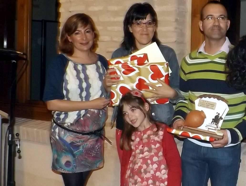 Familia Molina-Prados Gómez-Lobo premiados como lectores honoríficos de la biblioteca de Herencia