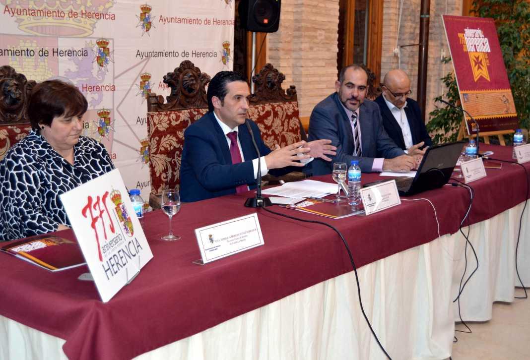 herencia 775 inauguracion 1 habla delegado 1068x726 - El jueves 12 continúan las jornadas de historia de Herencia