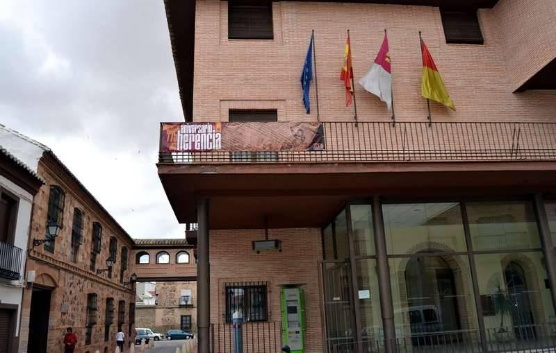 herencia pancarta 775 en balcon - El 5 de junio darán comienzo las jornadas de historia de Herencia