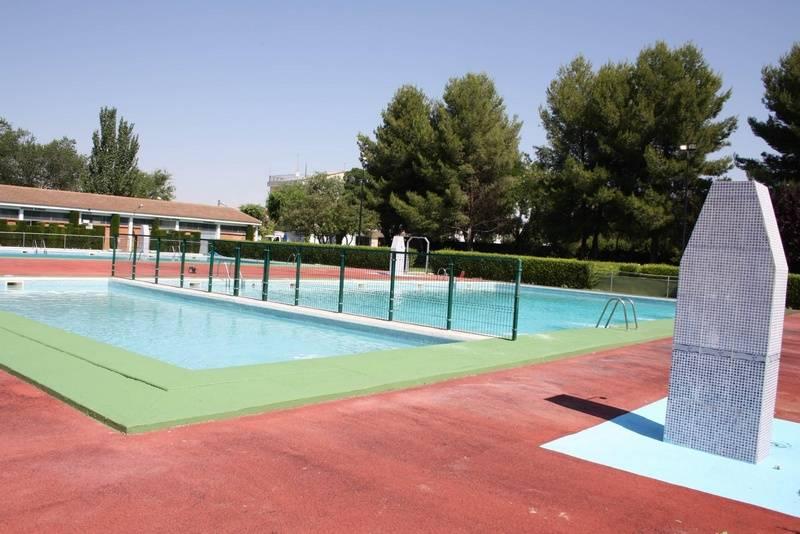 herencia piscinas 3 - Convocadas tres plazas de taquilleros para piscina municipal de Herencia