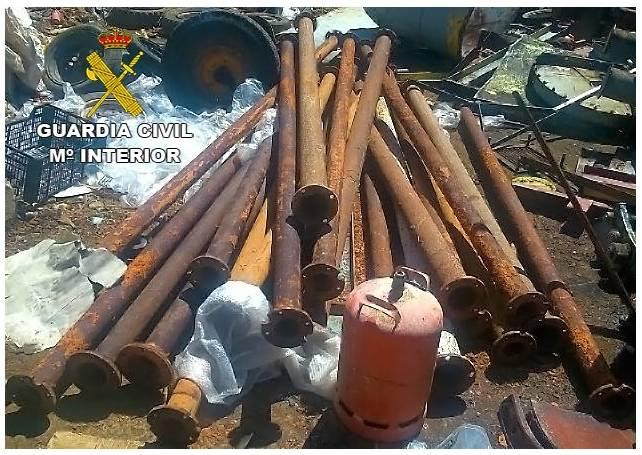 imagen tubos de riego recuperados - Detenido el presunto autor de robos en el campo