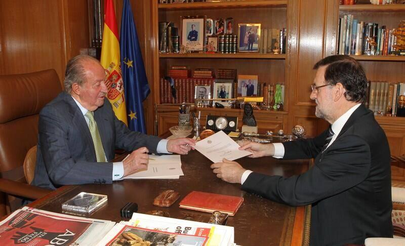 rey de espana y rajoy en su abdicacion - Abdica el Rey de España, Don Juan Carlos I
