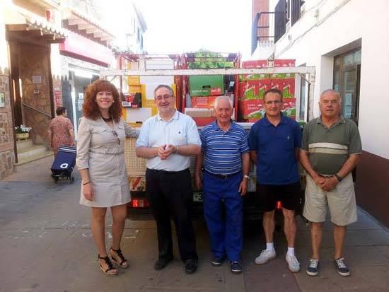 Entrega de los alimentos no perecederos a Cáritas parroquial de Herencia - El Ayuntamiento de Herencia entrega 3.000 kilos de alimentos a Cáritas