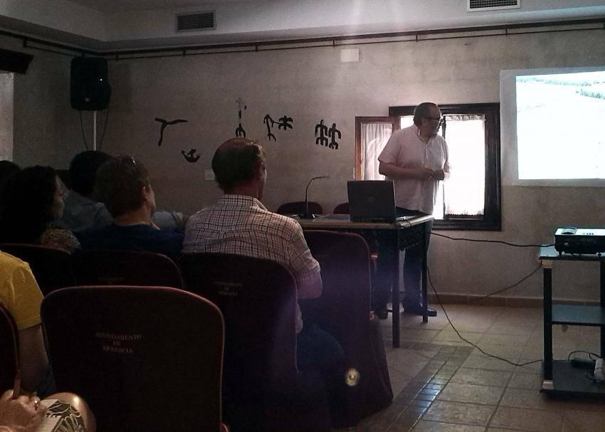 """herencia charla exposicion origen 2 - Éxito de la Exposición """"Origen: del Paleolítico a la Carta Puebla"""""""
