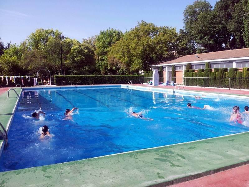 herencia cursos natacion - La piscina de Herencia supera las 18000 visitas este verano