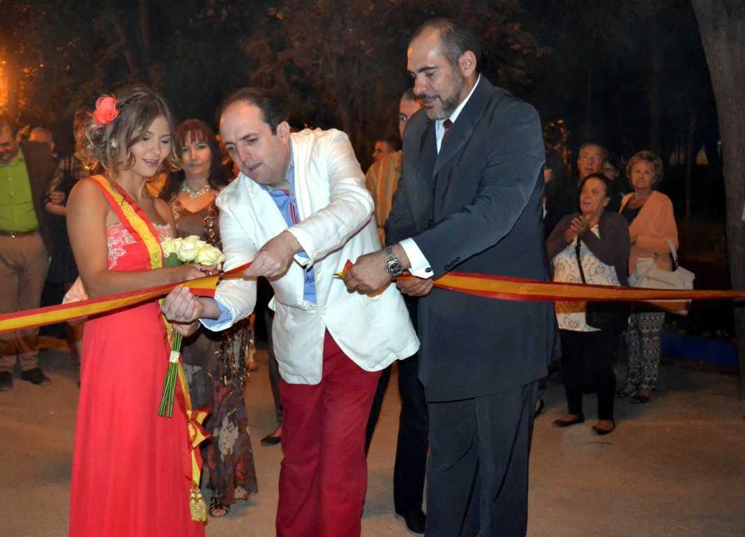 Corte de cinta por Reina, Pregonero y Alcalde en Feria y Fiestas 2014