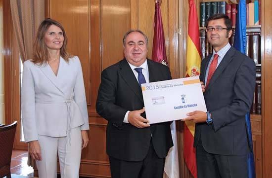 presupuesto castilla la mancha 2015 - Las Cortes reciben los presupuestos generales de la Junta para 2015
