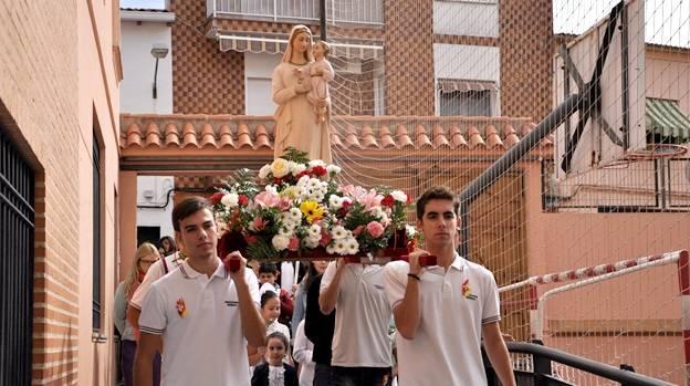 procesion nuestra senora de la mercedes herencia - El Colegio Nuestra Señora de las Mercedes saca en procesión a la Virgen por el centro