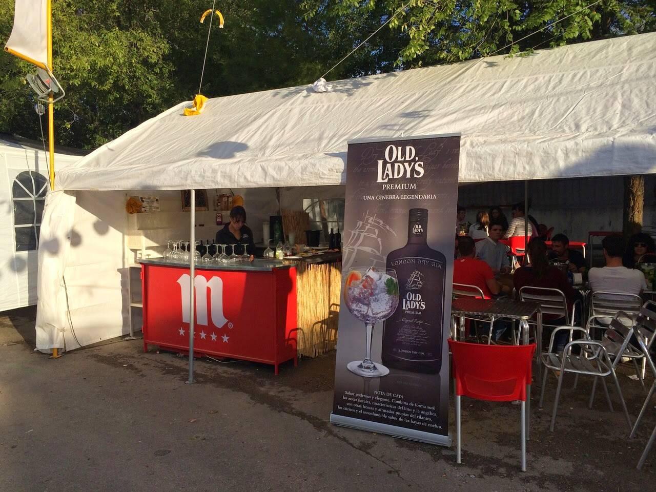 Barra de Cocteleria y Mojitos con promociones y regalos - La caseta del santo, un éxito en la Feria y Fiestas 2014