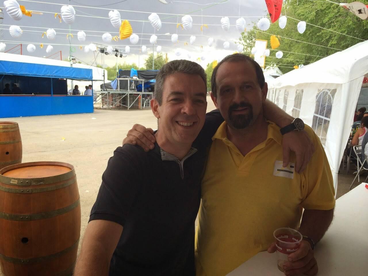 Nuestro Hermano Mayor d. Pedro Almoguera colaborando a lo largo de toda la Feria - La caseta del santo, un éxito en la Feria y Fiestas 2014