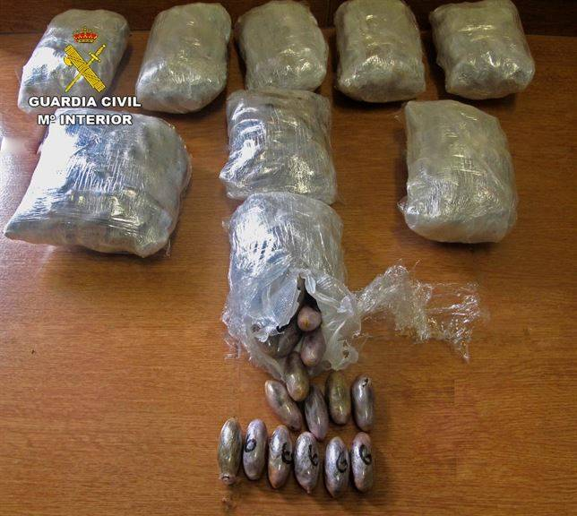 detenidos mientras transportaban 22 kilos hachis - Detenido en A-4 a su paso por nuestra localidad cuando transportaba 22 kilos de hachís