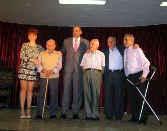 herencia mayores los 4 mayores de distintos ambitos con alcalde y concejala g1 - 6 mayores destacados en un acto entrañable y emotivo con motivo de su Día Mundial
