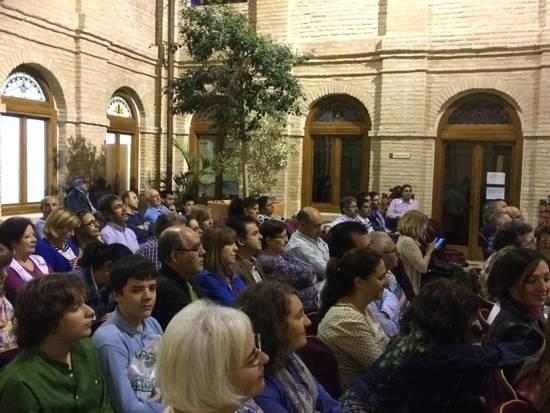 """Público asistente a la presentación del liebro """"El peluquero de la División Azul"""" de José Ignacio Cordero"""