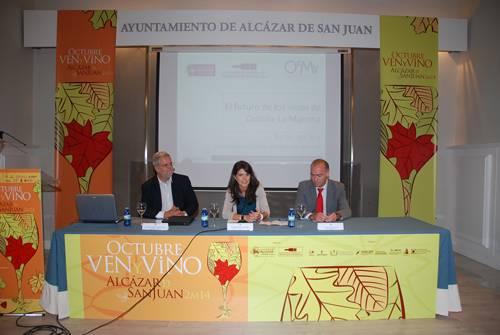 """ven y vino 2014 - """"Castilla-La Mancha necesita mucha gente con la botella bajo el brazo paseándose por el mundo"""""""