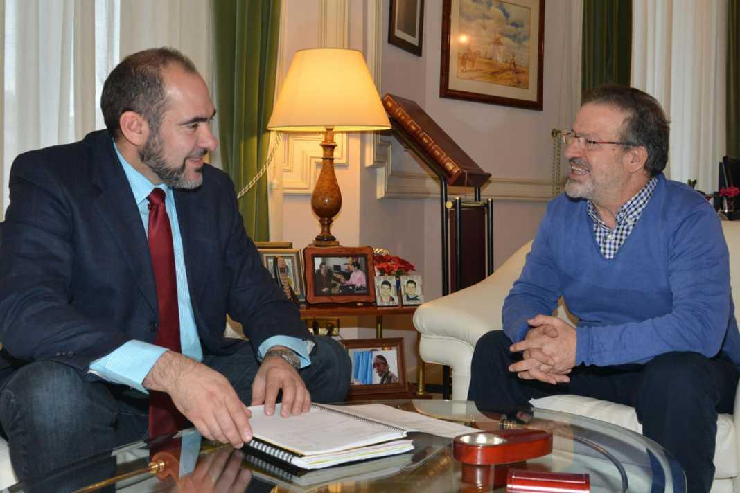 Jesús Fernández y Nemesio de Lara. Foto www.dipucr.es  1068x712 - El alcalde de Herencia pide ayuda a la diputación para equipar el nuevo auditorio